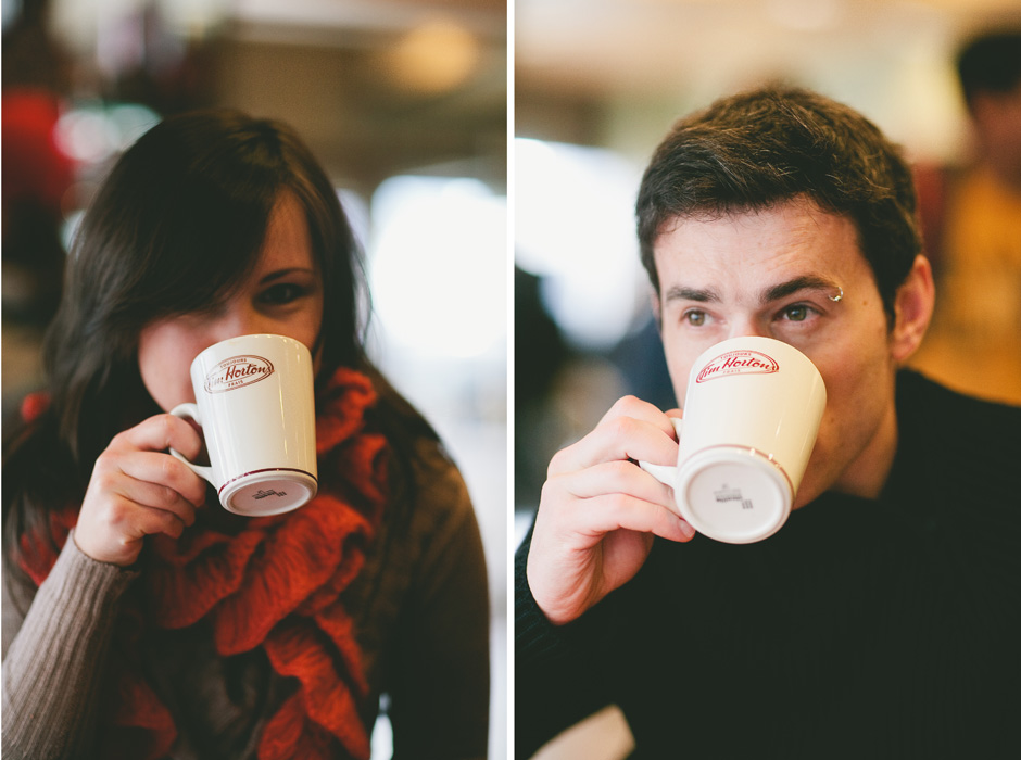 Engagement photos Toronto : drinking coffee