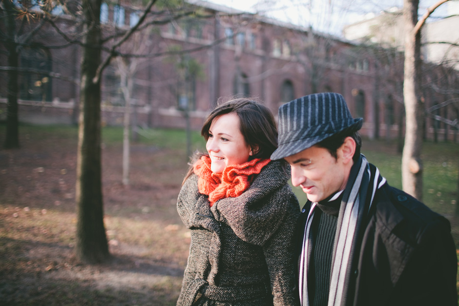 Toronto Engagement Photographer : couple walking together