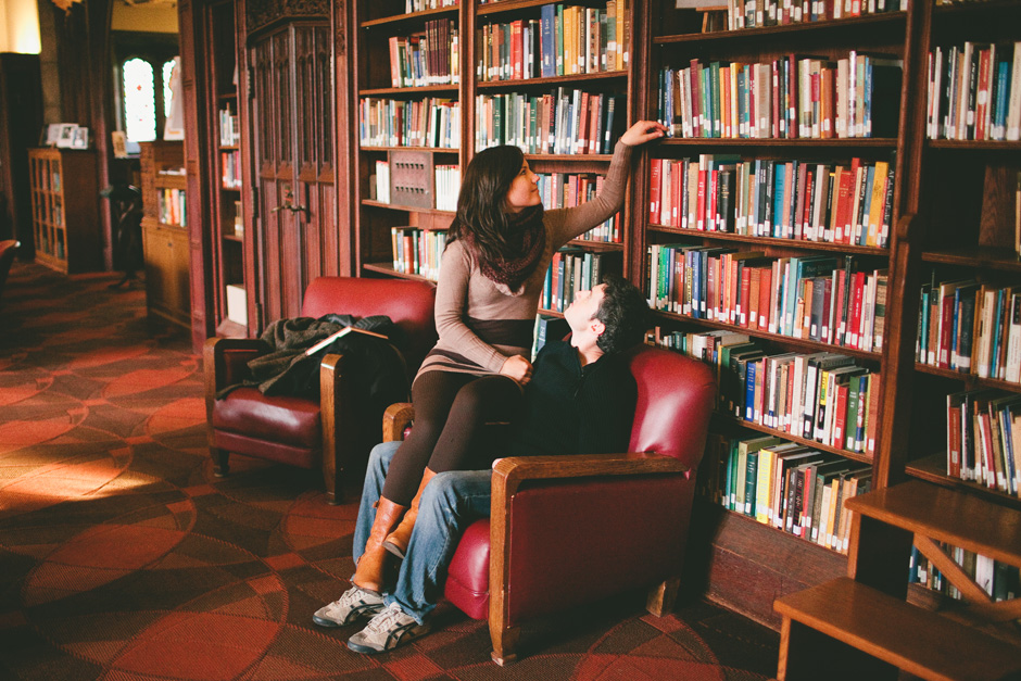 Toronto Engagement picture : picking a book at the University of Toronto library