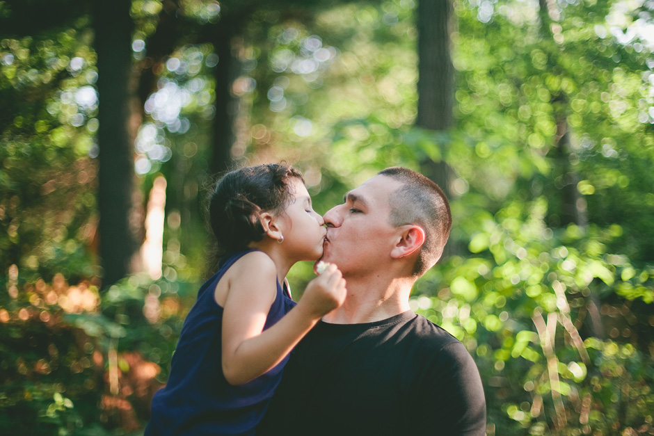 Family Photography in High Park : daddy's little girl