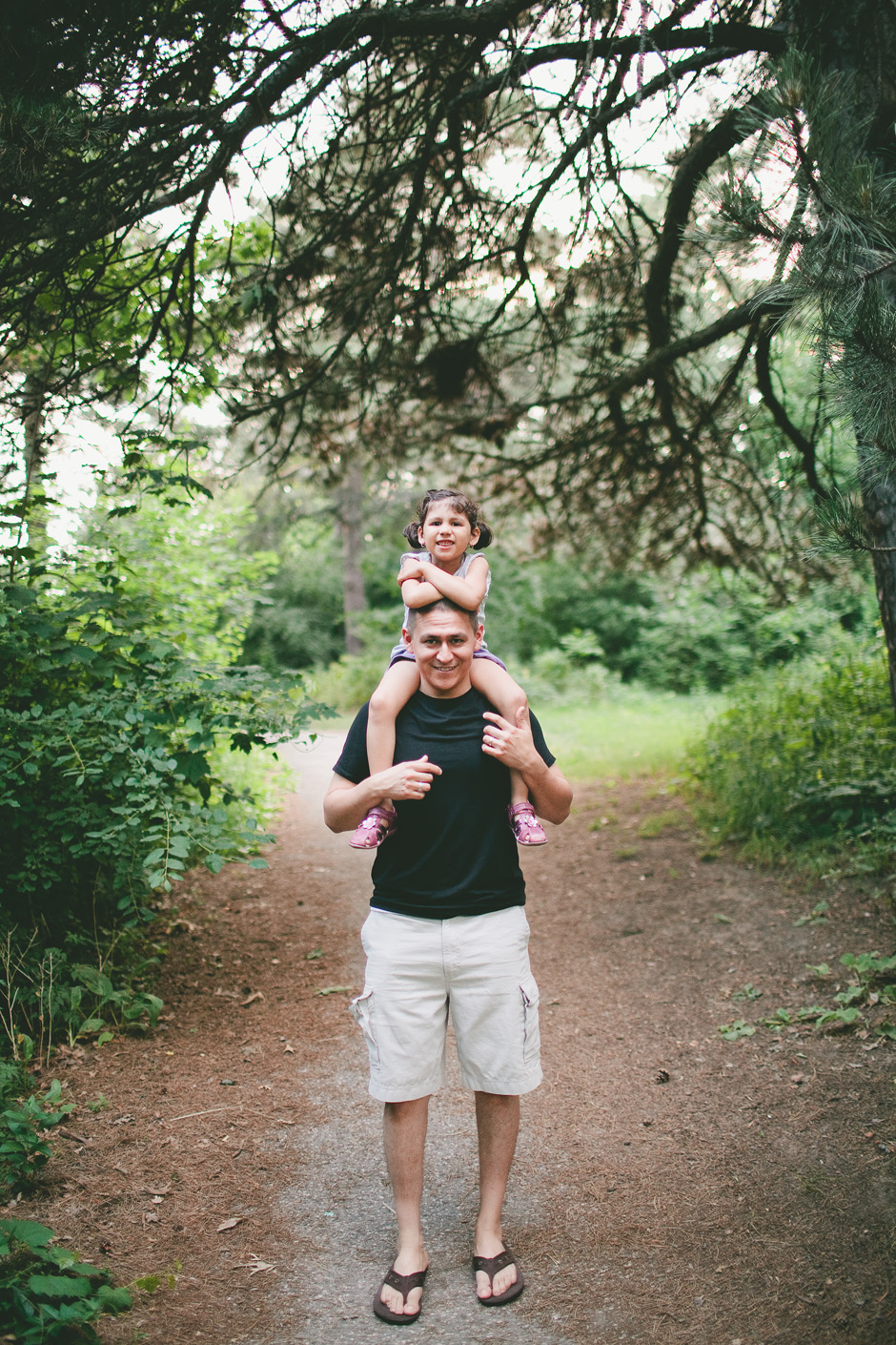 High Park Family Photography : girl on dad's shoulders
