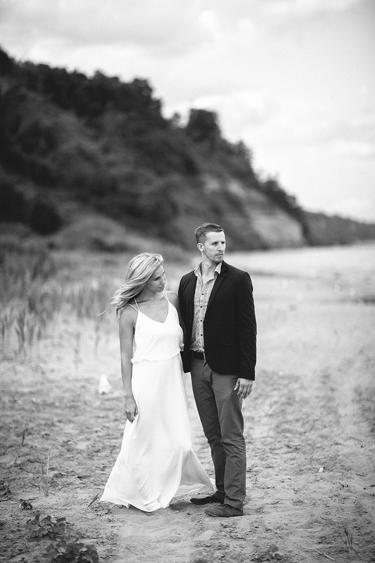 David Krol and Katie Bryan at engagement session at Scarborough Bluffs in Toronto